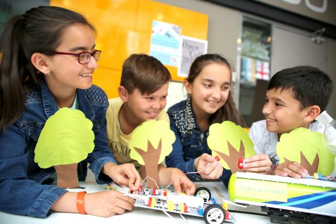Bring Together 40,000 Children with Science Sets